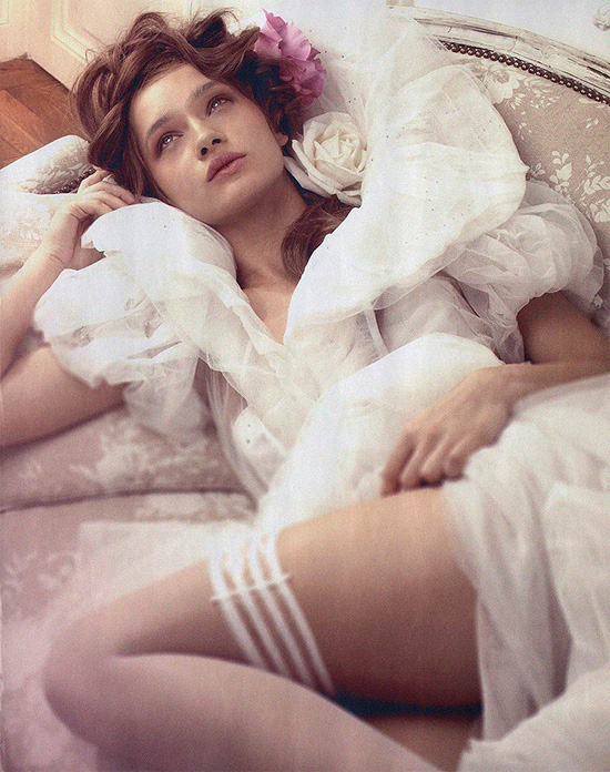 Fashion Harpers Bazaar Romania Lace Tulle Soft Mauve Pink Roses Lavender Beauty Style Inspiration Blog Photo Styling Model Floral Pretty Fancies