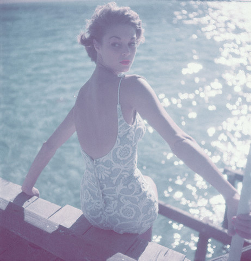 Jean Patchett Vintage Icon Fashion Style Daily Inspiration Blog Photography Photo Beauty Spot Carnations Roses Pink Pretty Glamour 1950 50s fifties vogue model harpers bazaar